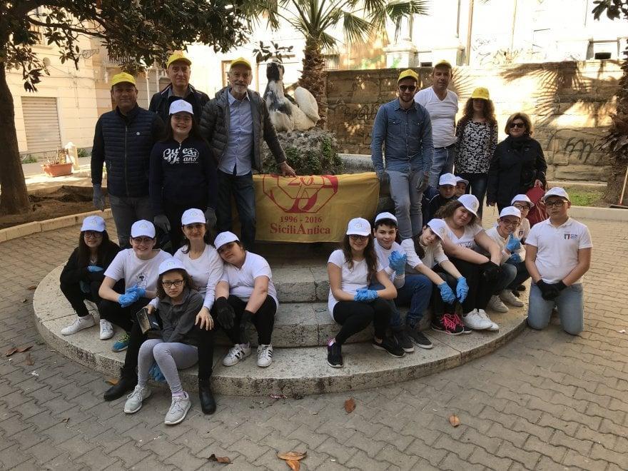 I volontari ripuliscono i gioielli siciliani