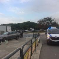 Palermo, auto fuori strada al Foro Italico: colpiti tre passanti, uno è