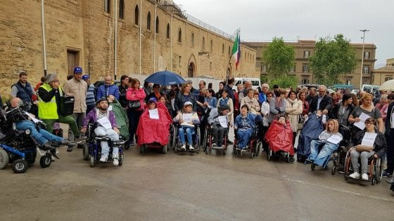 """Sicilia, Musumeci sotto assedio per la frase sui disabili: """"Chieda scusa"""""""