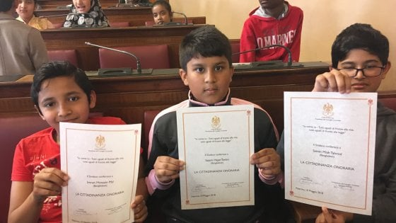 Il sindaco di Palermo conferisce la cittadinanza onoraria a 82 bambini stranieri