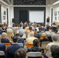 Un saggio e una mostra fotografica per raccontare Palermo