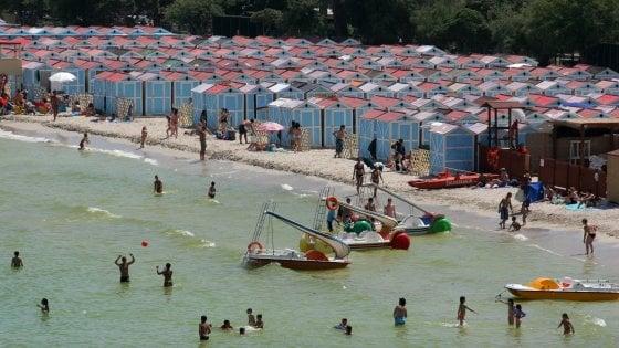 Palermo, dal 2020 niente più distese di cabine a Mondello: metà della spiaggia sarà libera