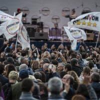 Palermo, parlamentari M5s in piazza per spiegare il contratto con la Lega: