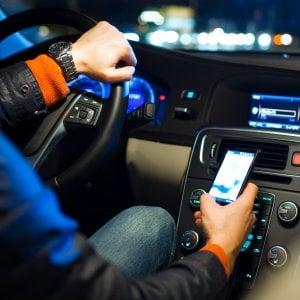 Palermo, 34 multe in una settimana per guida con cellulare: in strada 4 motocivette dei vigili in borghese