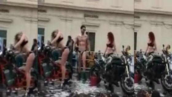 Avola, spettacolo sexy in piazza durante un raduno di motociclisti: è polemica