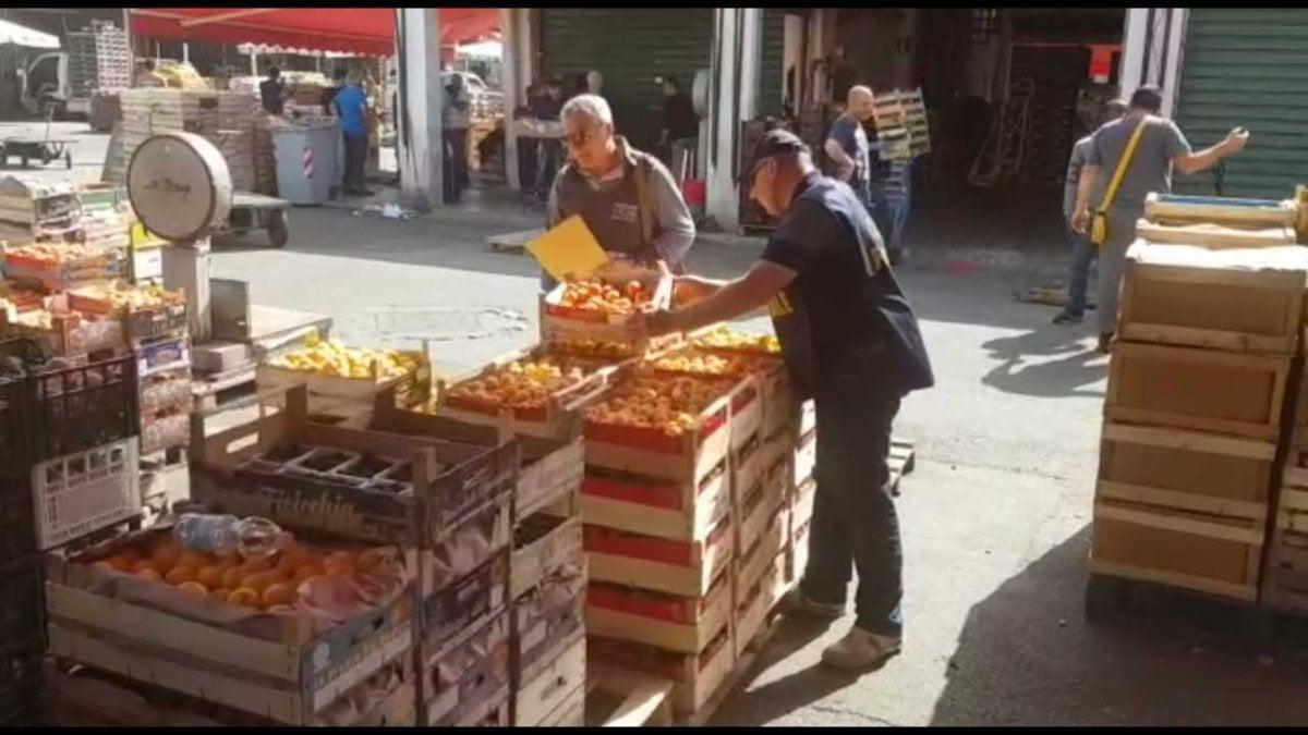 Palermo frutta e verdura non tracciabile multe per 13 for Mercato frutta e verdura milano