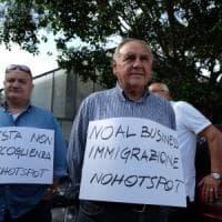 Palermo, il Consiglio comunale boccia l'hotspot per migranti allo Zen: