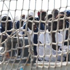 Palermo, nave con 600 migranti al porto. Duemila arrivi da sabato a oggi in Sicilia