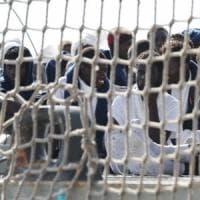 Palermo, nave con 600 migranti al porto. Duemila arrivi da sabato a oggi