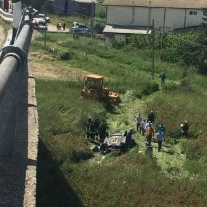 Agrigento, auto giù da viadotto: fiaccolata per la bambina sopravvissuta