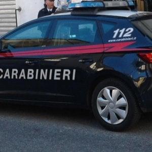 Ragusa, tenta strangolare la moglie per portare via il figlio: arrestato