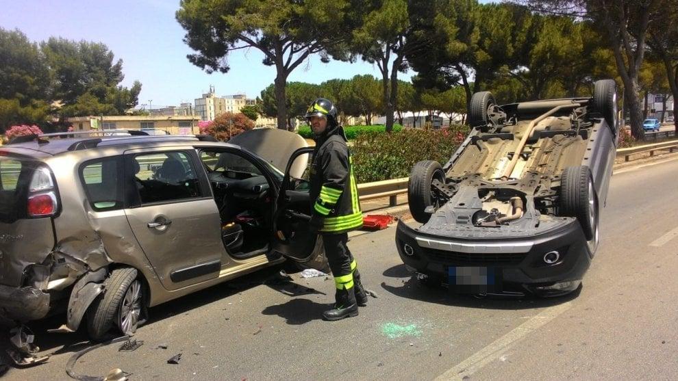 Palermo  incidente in viale Regione Siciliana fadb40c09fa4