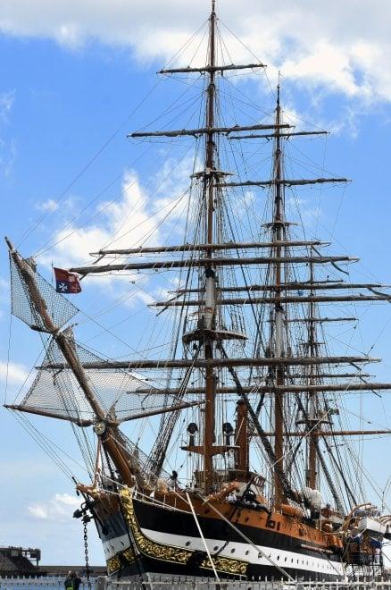Palermo, al porto la nave Amerigo Vespucci: è considerata la più bella del mondo