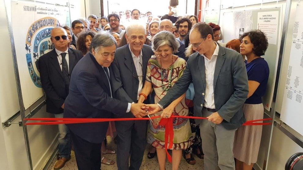 """Palermo, al liceo Vittorio Emanuele II nasce """"Spazio  Flaccovio"""" con i libri donati dalla famiglia di editori"""