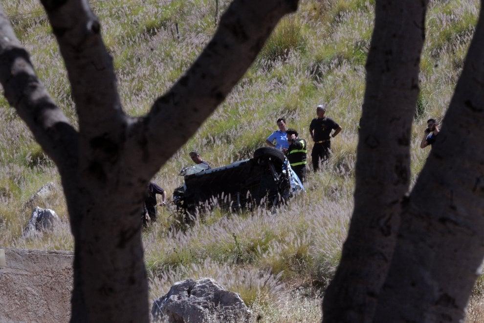 Tragedia a Monte Pellegrino, auto giù dal precipizio: i soccorsi nel luogo dell'incidente