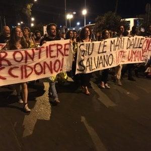 """""""Aquarius, dalla Spagna lezione di civiltà"""". Migliaia al porto di Palermo per solidarietà"""