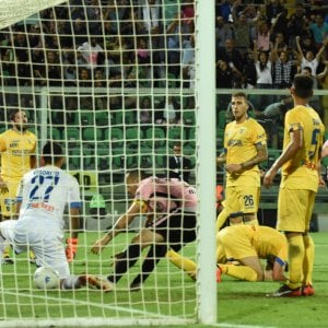 Il Palermo vince 2-1 la finale d'andata: serie A più vicina