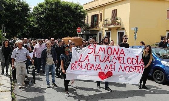 Palermo, in trecento in chiesa per l'ultimo saluto a Simona