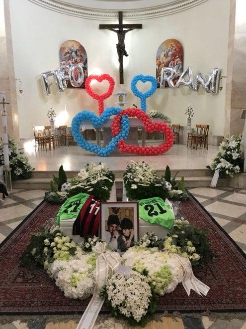 Messina, in migliaia ai funerali dei ragazzini morti nell'incendio