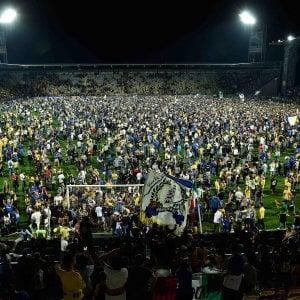 Frosinone-Palermo, l'ira dei tifosi contro l'arbitro