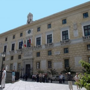 """Palermo, il Comune cancella i crediti delle partecipate. Ferrandelli: """"Tram a rischio"""""""