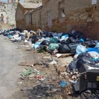 Porto Empedocle invasa dai rifiuti: barricate con l'immondizia in strada
