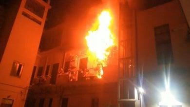 L'incendio di Messina con   due ragazzi morti   vigili del fuoco avvisati per ultimi dal 112
