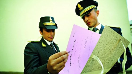 """""""Pensioni gonfiate per due sindacalisti dello Snals"""". Insegnanti indagati, sequestro da 115 mila euro"""