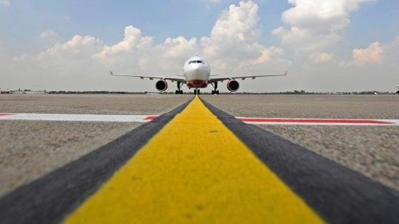 Aeroporti siciliani, il piano di Musumeci: due enti per gestirli e porte aperte ai privati
