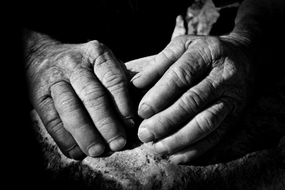 La storia dei contadini siciliani raccontata dalle loro mani