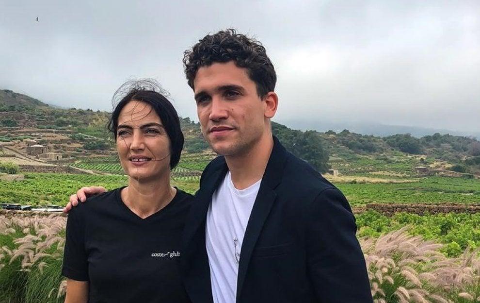 """Da """"La casa di carta"""" a Pantelleria: in Sicilia c'è Jaime Lorente"""