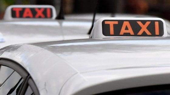 Palermo, studentessa portoghese travolta da un taxi sulle strisce