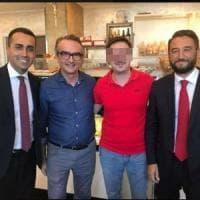 """La foto di Di Maio nel bar del tesoriere della mafia. Boschi: """"Dai grillini doppia morale"""""""