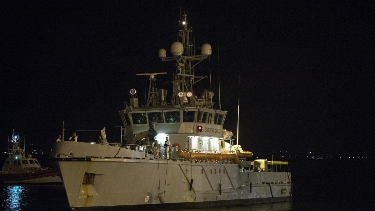 Sono stati fermati gli undici scafisti del barcone soccorso sabato