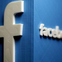 Catania, fa un apprezzamento su Facebook a una donna: il marito gli spara