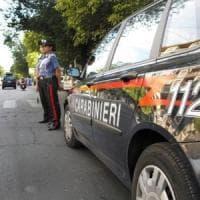 Agrigento, forza blocco carabinieri e li aggredisce con zappa: quattro arresti