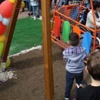 Sull'altalena nonostante la disabilità: a Paternò il parco giochi senza