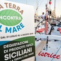 Palermo, il viaggio della barca dei prodotti siciliani
