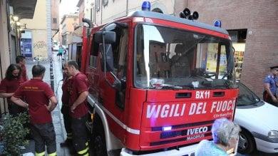 Palermo, incendi in tutta la provincia: pompieri in ospedale per intossicazione