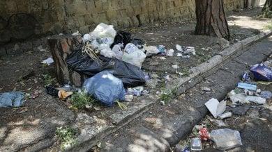 Palermo, scopre un vicino che abbandona rifiuti e lo fa multare