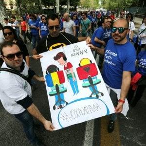 """Almaviva, i 46 dipendenti senza contratto. L'azienda si difende: """"Noi senza colpe"""""""