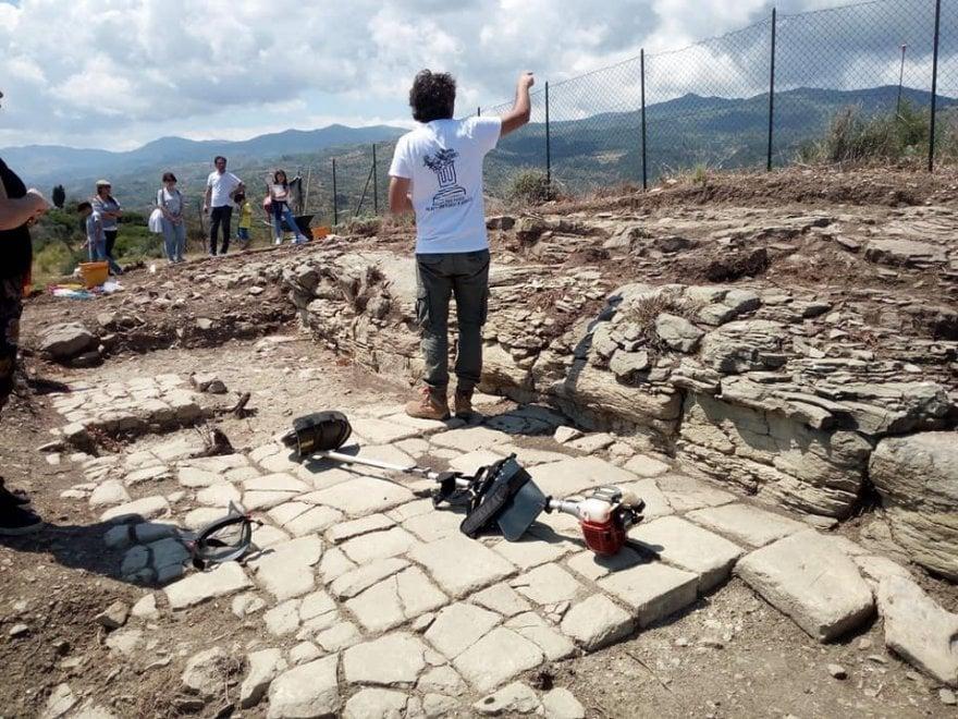 Il santuario, le statue, il teatro: nel Messinese viene alla luce la città greca di Halaesa