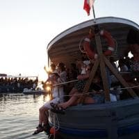 Siracusa, il concerto dei Nouvelle Vague è in barca