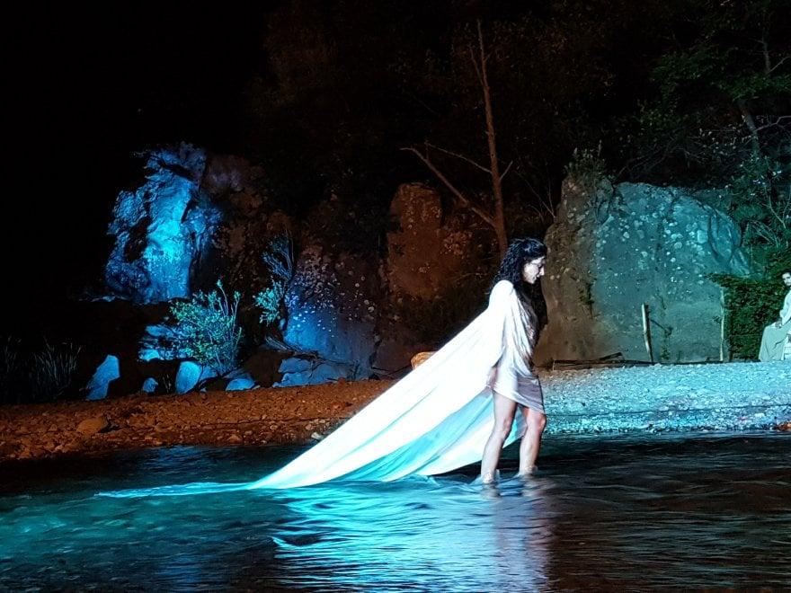 Gole dell'Alcantara, l'Inferno di Dante con la luna rossa