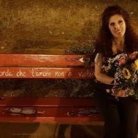 Panchina rossa anti-femminicidio: Lidia Vivoli testimonial a Montevago