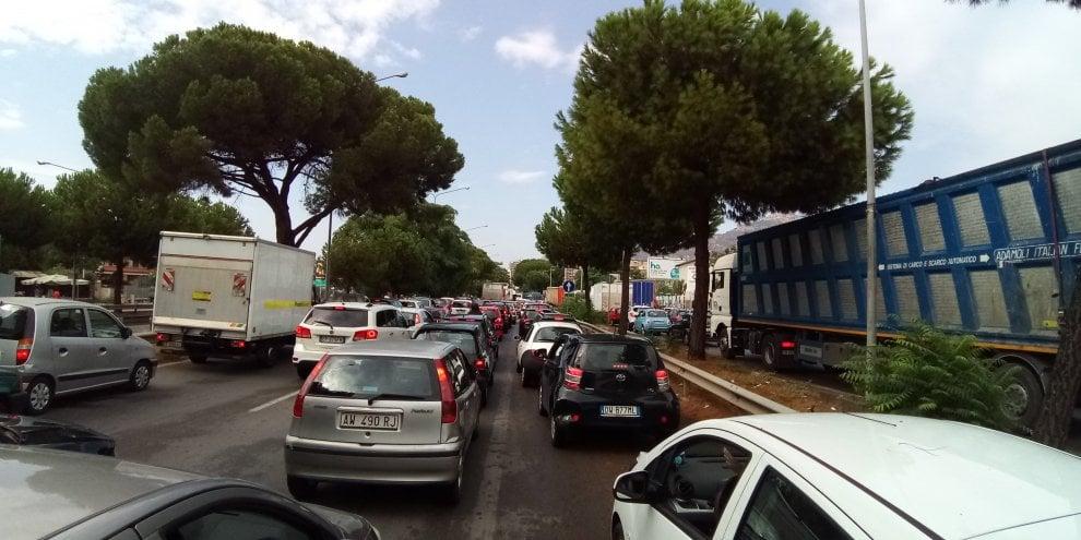 Fuga di gas, chiuso il viale Regione Siciliana a Palermo