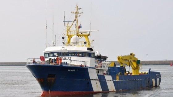 Palermo, l'abbordaggio della Gdf alla nave che trasporta droga