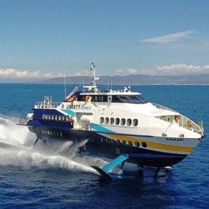 Eolie, aliscafo in avaria con 200 passeggeri a bordo
