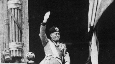 """Modica, la ragazza contro la foto del duce """"In Italia c'è una ventata di fascismo""""   Video"""