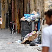 Palermo, foto ricordo con rifiuti: itinerario Unesco assediato dall'immondizia